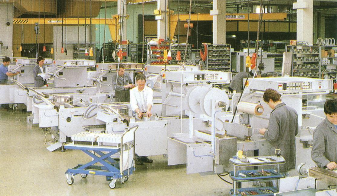 ムルチバック社の深絞り真空包装機製造風景