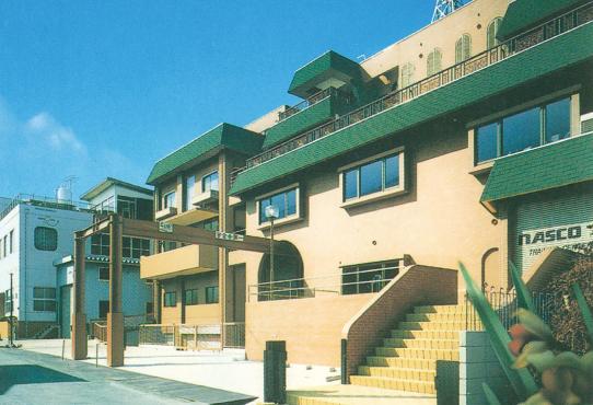 1971年に千葉県松戸市に建設したセンタービルの外観